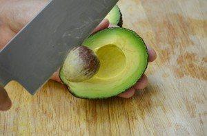 AvocadoTakePitOutwithKnife
